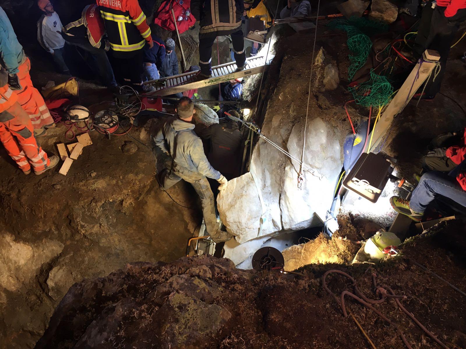 Une fillette secourue après avoir passé plus de 12 heures dans une crevasse — Suisse